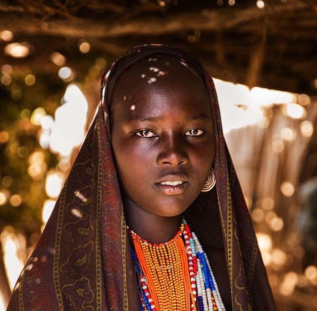 زنی در دره اومو در کشور اتیوپی