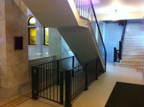بهترین روش برای جلوگیری از خوابیدن آدم ها در زیر پله ها