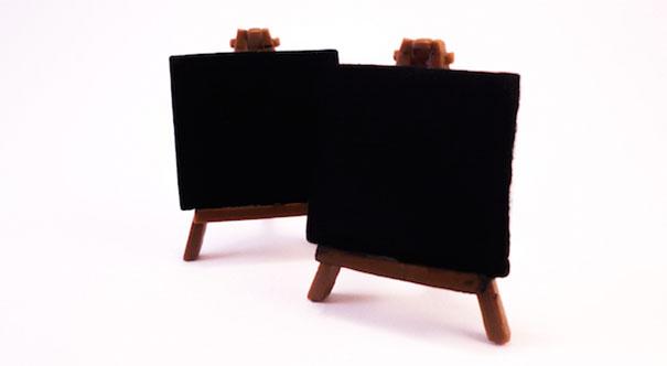 ماده پلیمری آکریلیک خاص این ماده، عمق زیاد رنگ سیاه را در آن ایجاد کرده است.