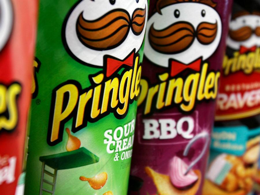 آیا می دانید تاکنون به روشی اشتباه چیپس ها «پرینگلز» را می خورده اید؟