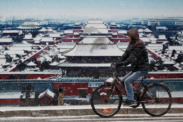 قصر امپراتوری که به نام «شهر ممنوعه» نیز شناخته می شود در شهر پکن واقع شده و از مهم ترین دیدنی های این کشور محسوب می شود. شهر ممنوعه، پر وسعت ترین و کامل ترین معماری چوبی جهان است.