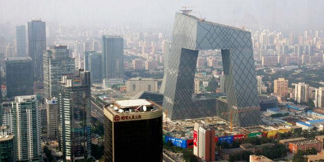 یکی از بناهای بسیار مدرن و جذابی که در شهر پکن ساخته شده، برج CCTV است که محلی ها آن را «شلوار» می نامند. این ساختمان در واقع یک آسمان خراش ۴۴ طبقه ای به ارتفاع ۲۳۴ متر، با کاربری اداری است که در سال 2012 میلادی تکمیل و افتتاح شد.