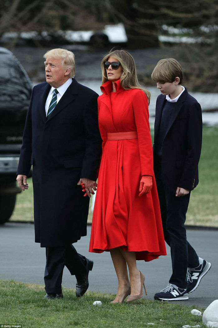 3F23674200000578-4410920-President_Donald_Trump_first_lady_Melania_Trump_and_their_son_Ba-a-86_1492148665461-w700