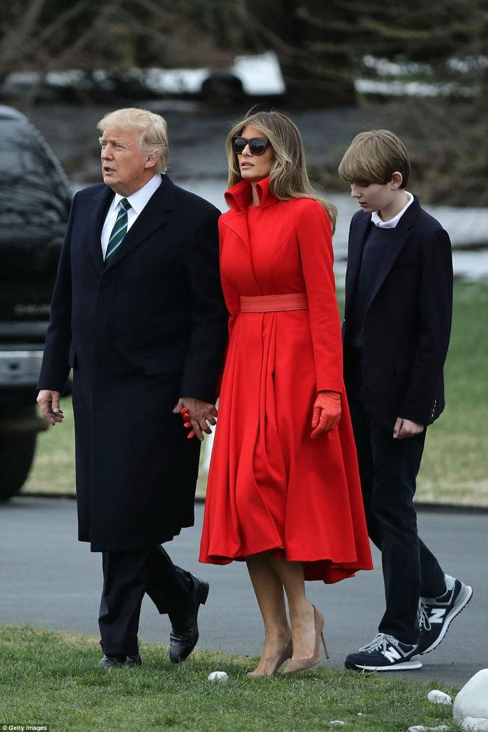 3F23674200000578-4410920-President_Donald_Trump_first_lady_Melania_Trump_and_their_son_Ba-a-86_1492148665461-w700