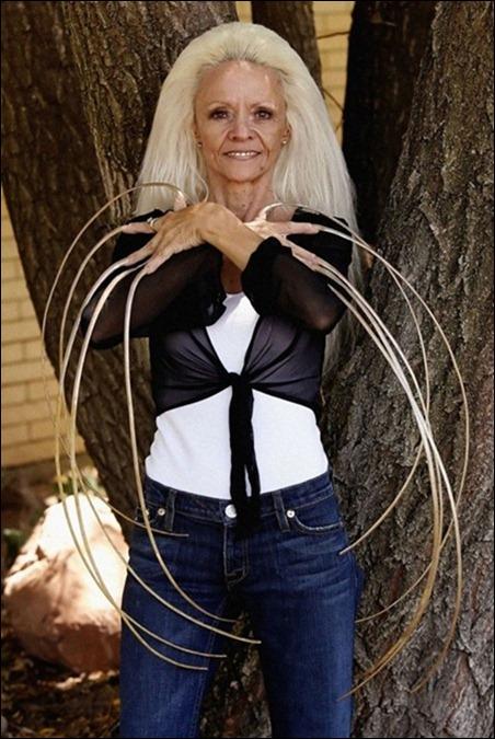 «لی ردموند» زنی از ایالت یوتا از سال 1979 میلادی ناخن هایش را کوتاه نکرده بود تا اینکه در سال 2009 در اثر حادثه رانندگی، آن ها را از دست داد. ناخن های وی مجموعا 8.65 متر طول داشتند. نام وی در کتاب گینس برای داشتن بلندترین ناخن ثبت شده است.