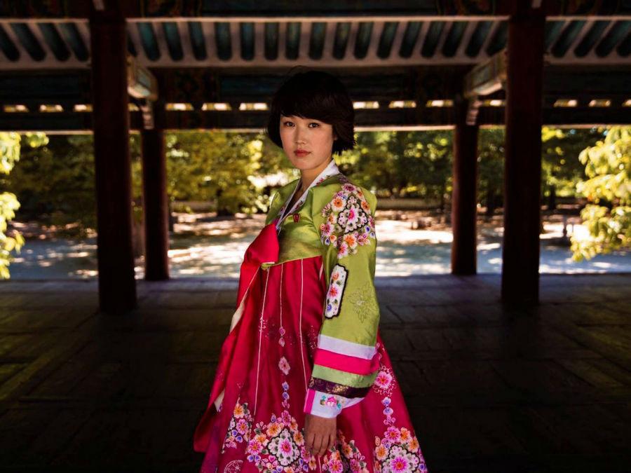 زنی در لباس سنتی کائسونگ در کره شمالی