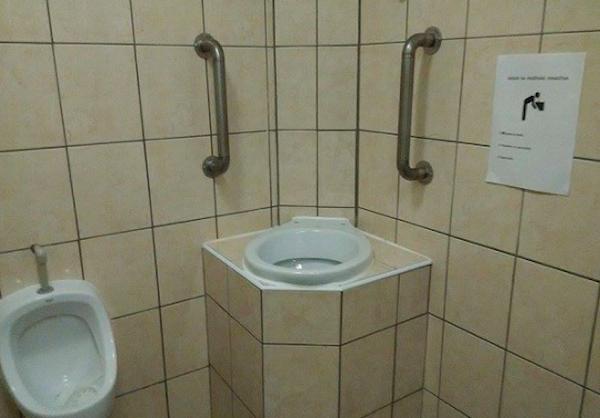یکی از کلوب های شهر پراگ، در سرویس های بهداشتی قسمتی را مخصوص بالاآوردن برای مشتری ها تعبیه کرده است.