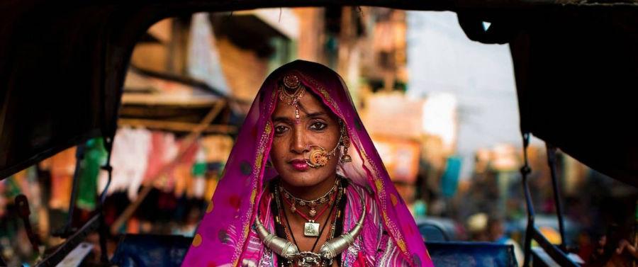 زنی در شهر جادپور، هند