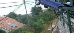 بهترین تصمیم راننده این بوده که از ماشین بیرون بپرد زیرا در صورت اصابت به این دیوار سنگی، بدون شک جانش را از دست می داده.