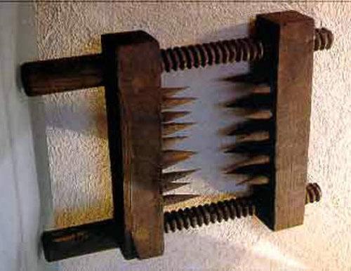 ۵ نمونه از وحشتناک ترین ابزارهای شکنجه که در قرون وسطی مورد استفاده قرار می گرفته اند