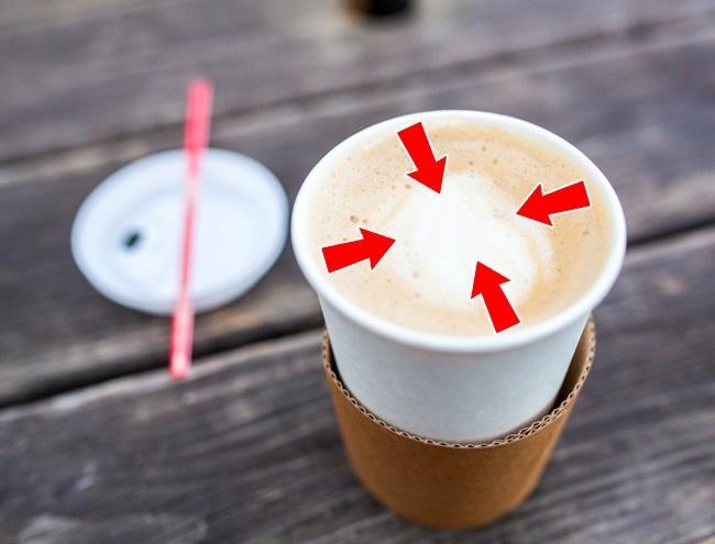 برخی از کافه های ارائه دهنده قهوه های بیرون بر، به جای لیوان های گیاهی از انواع استریوفوم استفاده می کنند. این ماده حاوی مقادیر زیادی مواد شیمیایی است که وقتی در مجاورت نوشیدنی های داغ قرار می گیرد، می تواند روی سیستم عصبی فرد تاثیر گذاشته و موجب افسردگی یا کاهش تمرکز وی شود.