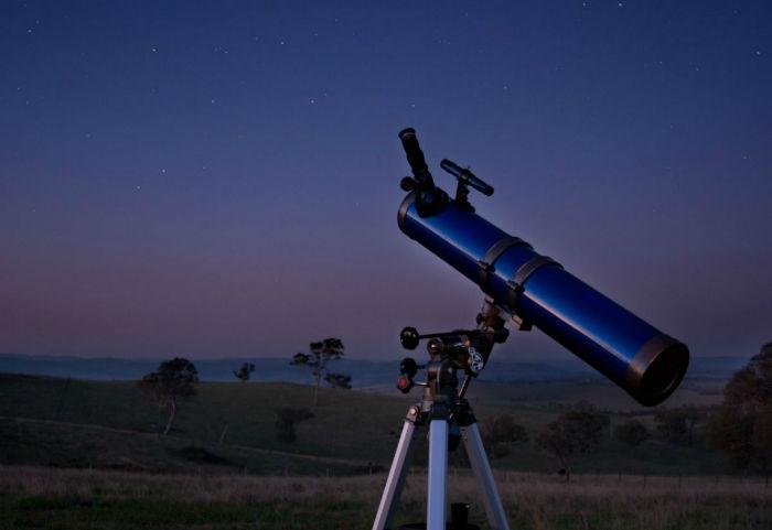 astronomer-royal--1675-w700