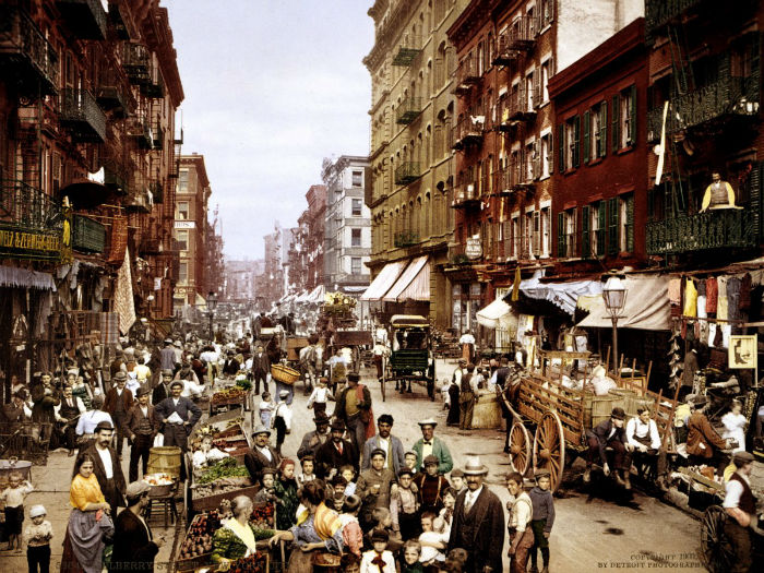 between-1870-and-1915-new-yorks-population-tripled--surging-from-15-million-to-5-million-residents-in-this-1900-photo-italian-immigrants-crowd-the-lower-east-sides-mulberry-street-w700