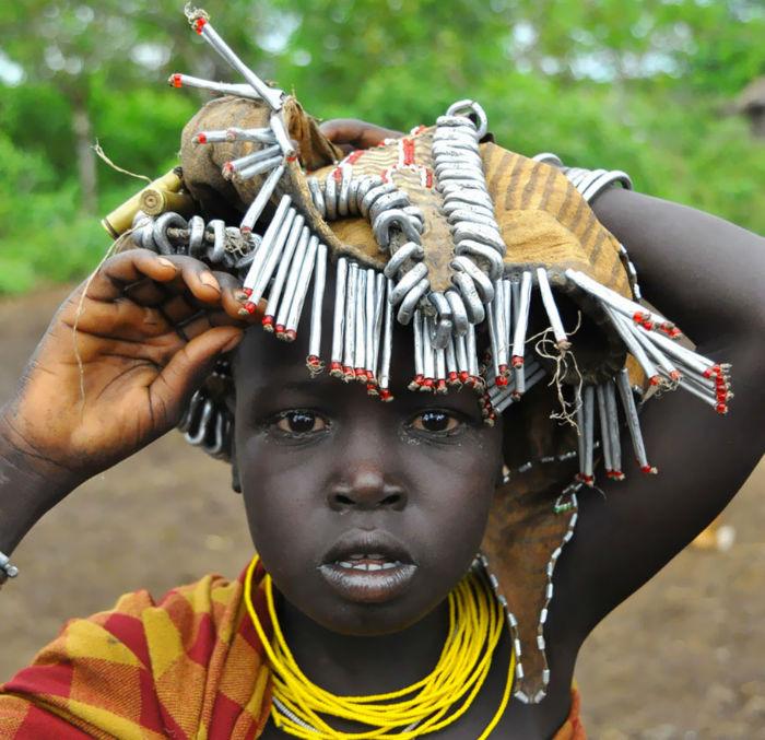daasanach-tribe-recycled-headwear-eric-lafforgue-ethiopia-h-w700