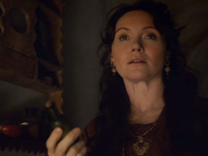 essie-davis-also-had-a-brief-role-in-season-six-she-played-lady-crane-the-actress-who-helped-arya-in-braavos-w700