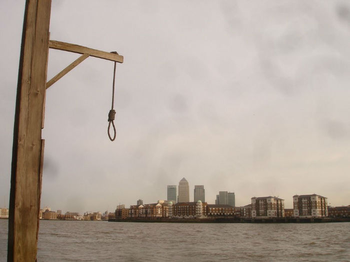 execution-dock-wapping-26-w700