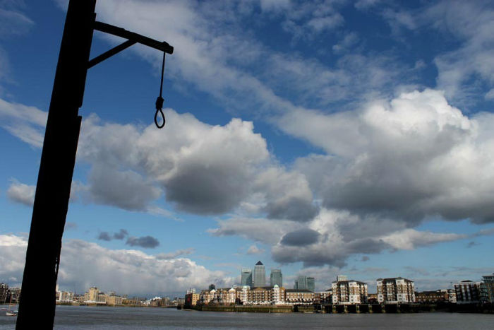 execution-dock-wapping-62-w700