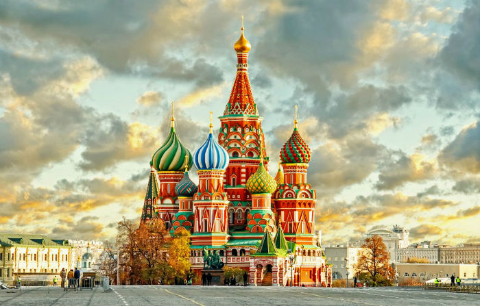 the-world-famous-st-basils-cathedral-was-completed-in-1561-and-it-continues-to-wow-visitors-with-its-historic-charm-w700