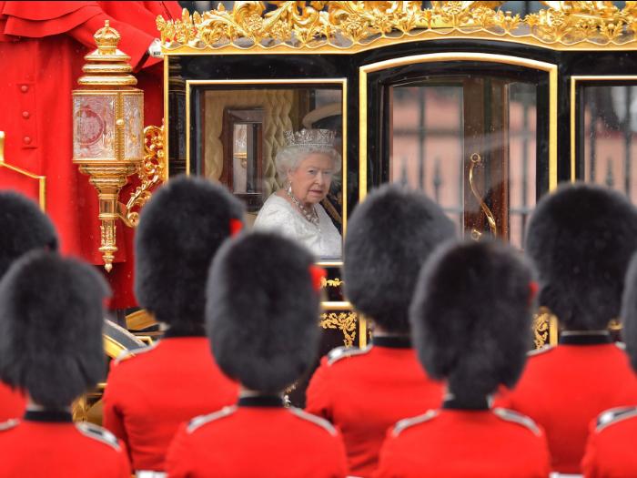 ۱۵ شغل جالب و باورنکردنی که در خانواده ی سلطنتی بریتانیا وجود دارند