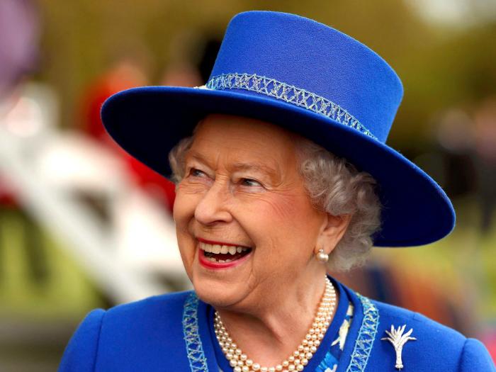 ۲۵ حقیقت باور نکردنی در مورد ملکه الیزابت دوم که احتمالا نمی دانستید