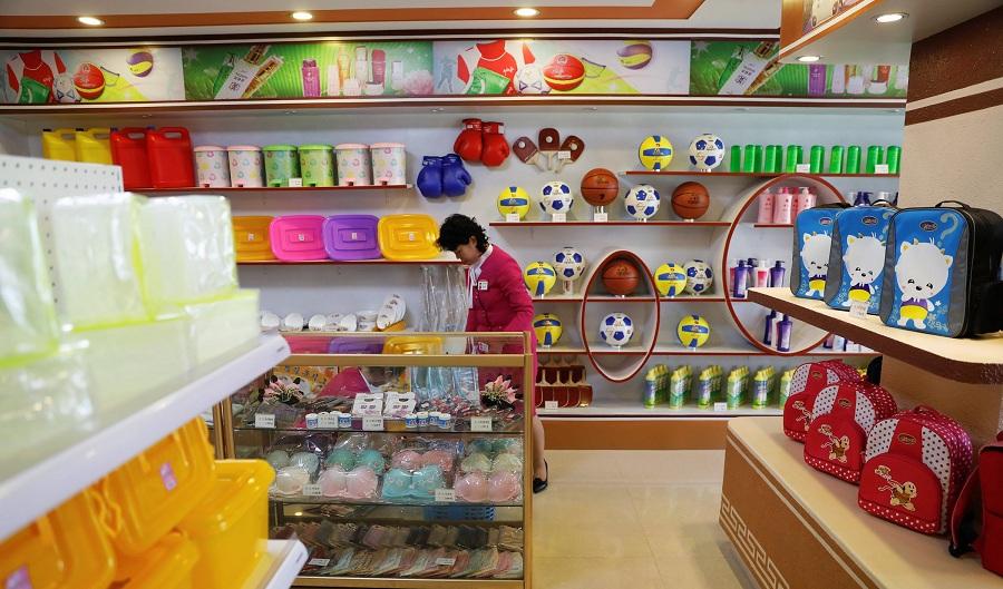 سوپر مارکت های کره شمالی چه حال و هوایی دارند و چه اقلامی را می توان در آنها خرید؟