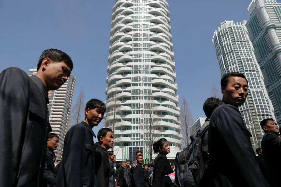 در اوایل ماه گذشته میلادی، به دستور رهبر کره شمالی، «کیم جونگ اون» و با حضور وی جشنی برای گشایش برج های جدیدی که در پیونگ یانگ ساخته شده بودند، بر پا شد.