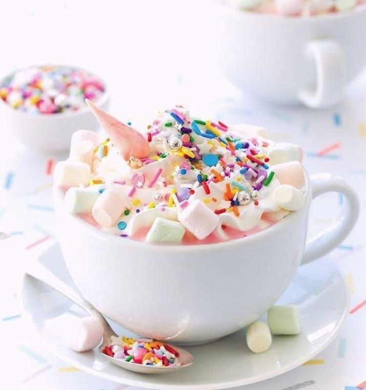 وقتی قهوه تلخی که منتظرش هستید با مارشمالوهای ریز و شیرین و تزئنات رنگی برایتان سرو می شود.