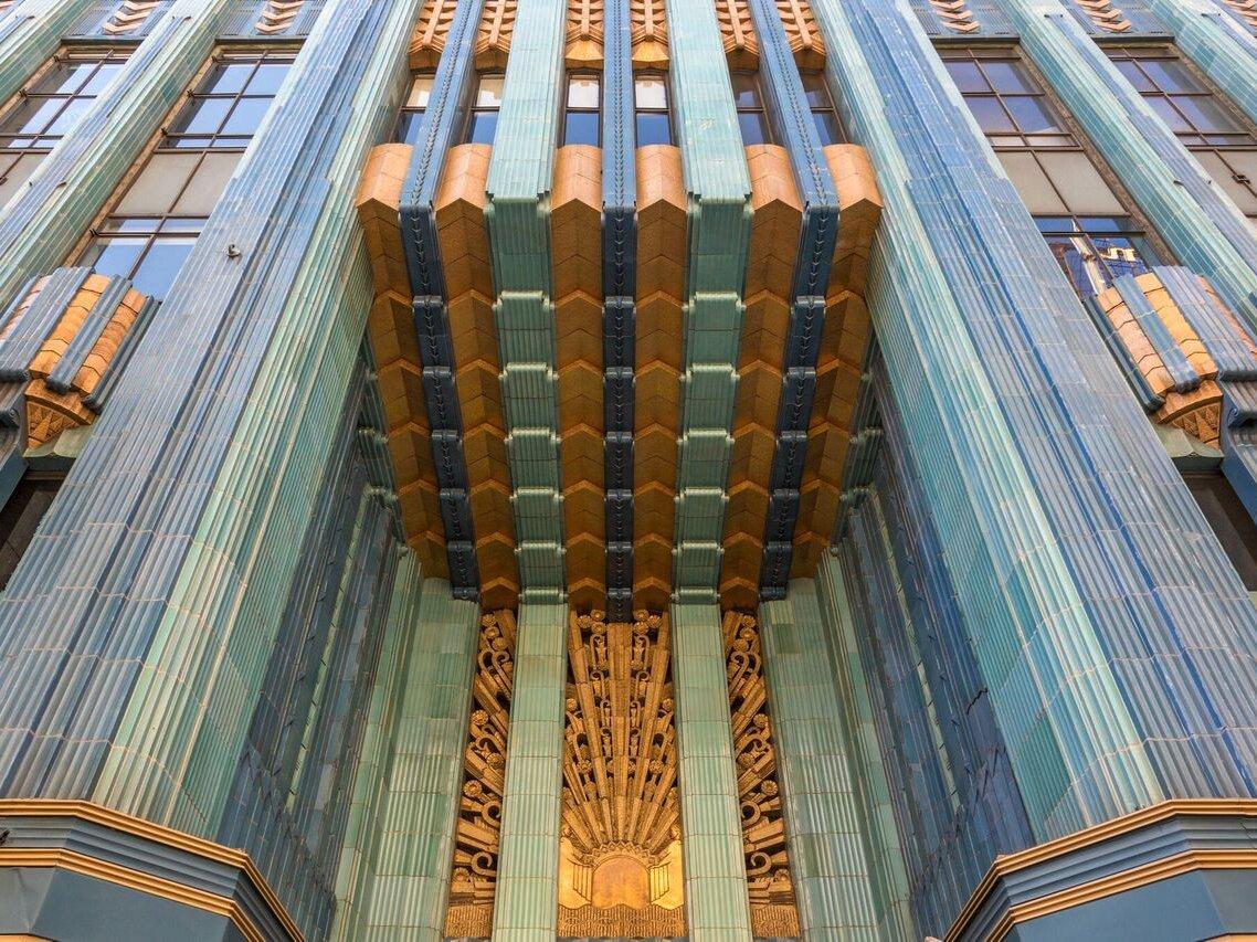 اما بزرگ ترین ولخرجی جانی دپ را می توان خرید 5 پنت هاوس در یک ساختمان در مرکز شهر لس آنجلس اعلام کرد.