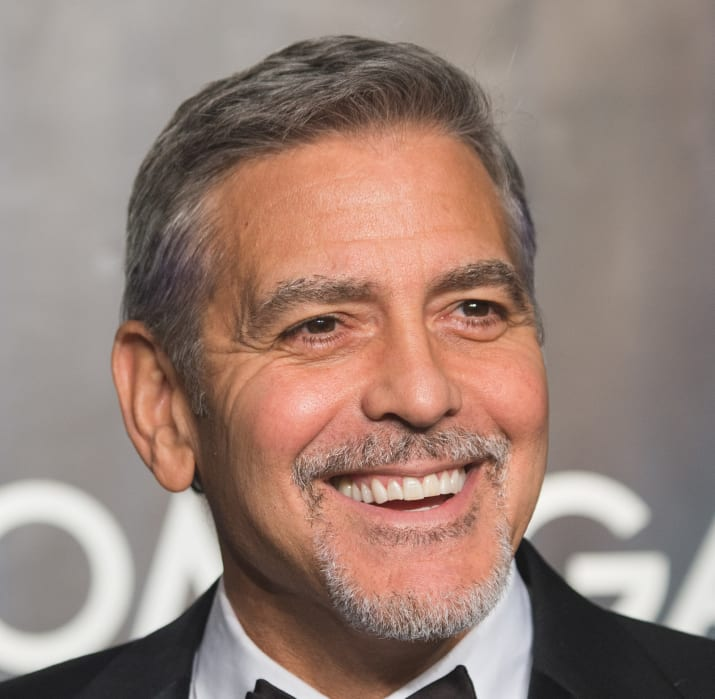 جرج کلونی، بازیگر، فیلمنامهنویس، تهیهکننده و کارگردان آمریکایی و برندهٔ جایزه اسکار و گلدن گلوب پیش از شناخته شدن در کارخانه تولید تنباکو کار می کرده.