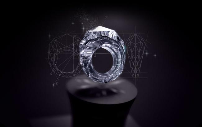 این حلقه تماما از الماس ساخته شده. کمپانی جواهرسازی Shawish این حلقه را با قیمت 70 میلیون دلار عرضه می کند.