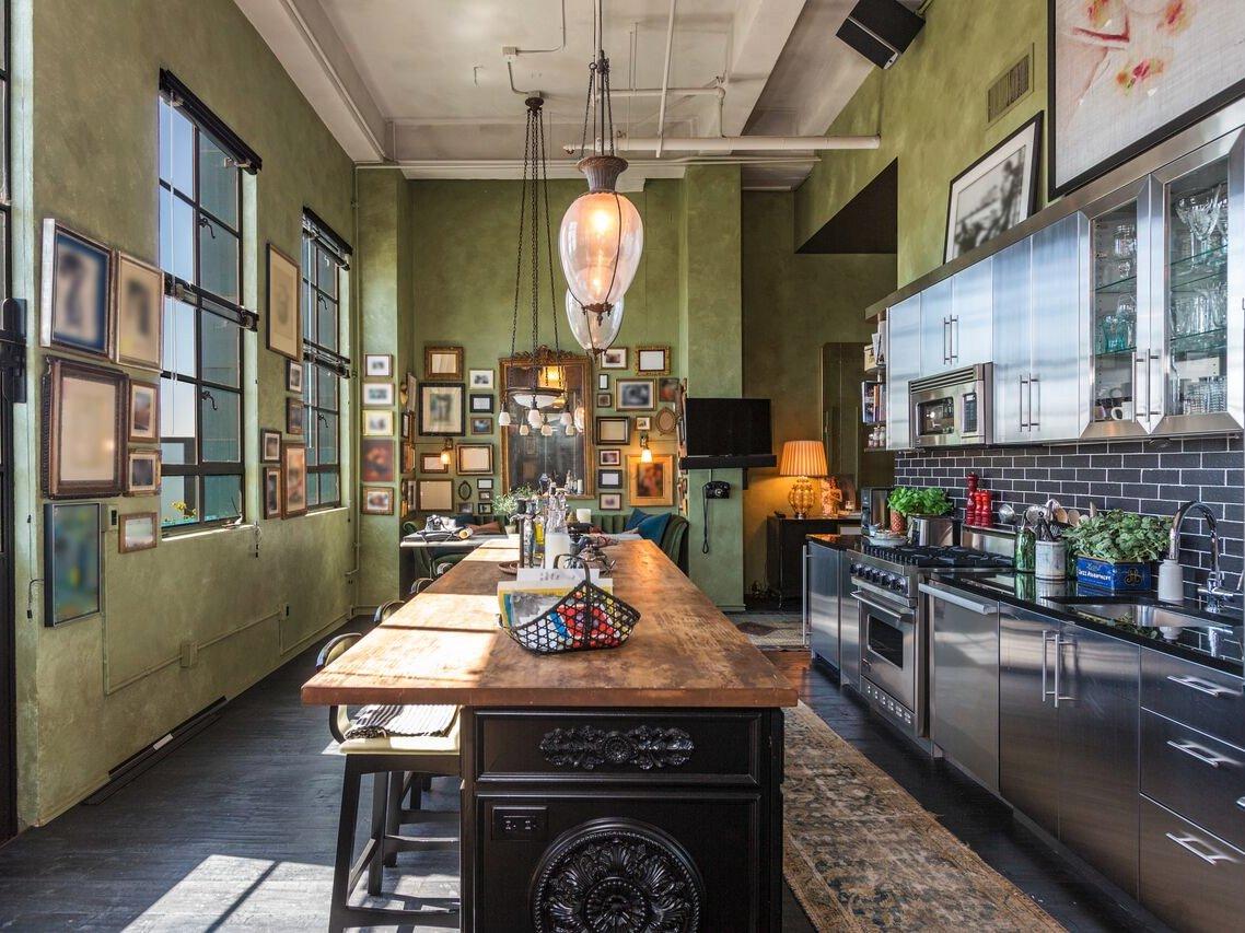 جانی دپ این واحدهای آپارتمانی را در خلال سال های 2007 تا 2008 با قیمت 7.2 میلیون دلار خریداری کرد.