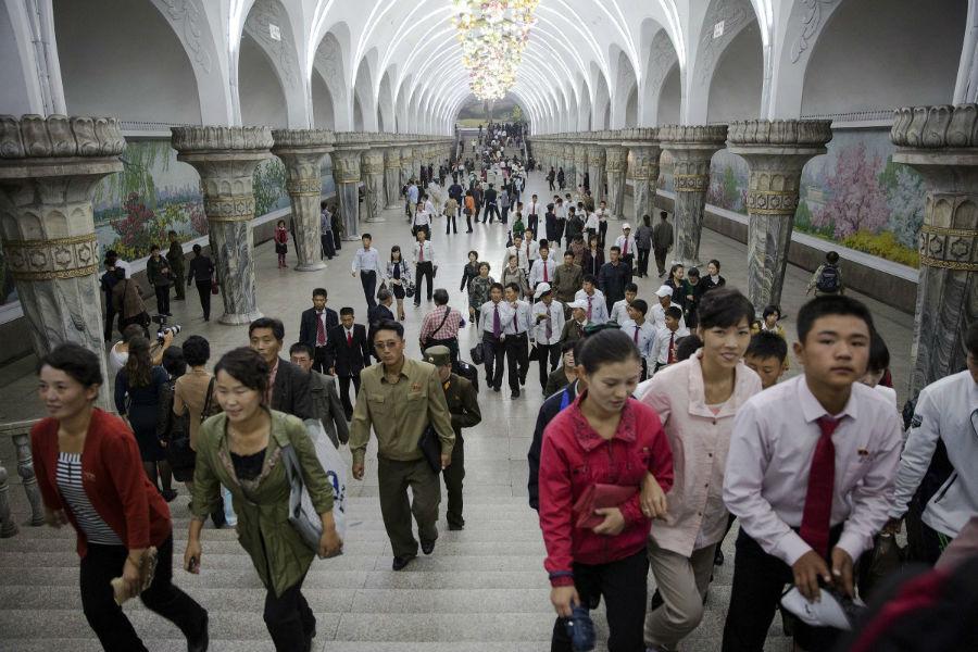 ایستگاه متروی کره شمالی یکی از پر نقش و نگارترین ساختمان های مترو در سراسر جهان به شمار می رود.