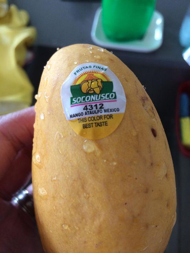 برچسبی که کال / رسیده بودن انبه را نشان می دهد تا با تشخیص درست، از بهترین طهم این میوه گرمسیری لذت ببرید.