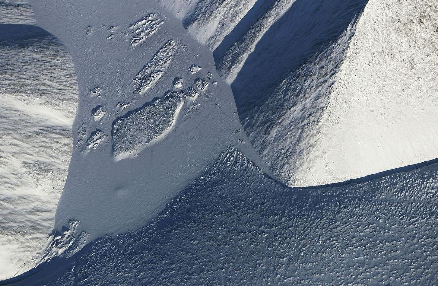 بخشی از منطقه یخی بر فراز جزیره Ellesmere کانادا، 29 مارس 2017