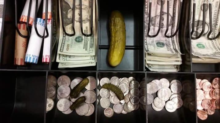 خیارشور در قالب پول
