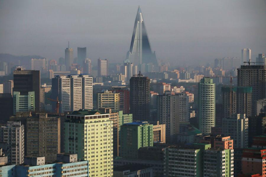 در مرکز شهر پیونگ یانگ، یک برج 105 طبقه زیبا به چشم می خورد که «هتل رایوگ یانگ» است. این بنا در حال حاضر، عنوان بلندترین ساختمان ممنوعه جهان را یدک می کشد. جالب است که ا زسال 1992 میلادی تاکنون هیچ مرمتی در این ساختمان صورت نگرفته است.