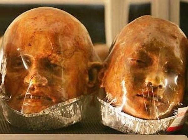 هنرمندی موسوم به «کیتیوات اوناروم» که در قنادی و پخت نان پدرش در شهر راچابوری در کشور تایلند مشغول به کار است، نان هایی می پزد که هر کدام یکی از اعضای بدن انسان را به تصویر می کشند و تا حدی ترسناک به نظر می رسند. نکته عجیب این نان ها این است که همه اعضای صورت از چشم ها گرفته تا لب ها به طور کامل و با جزئیات نمایش داده می شوند.