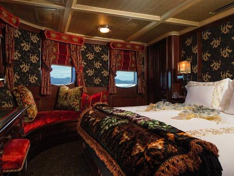 البته جی کی رولینگ نیز 8 ماه پس از خریداری، این قایق را به قیمت 19.3 میلیون دلار برای فروش گذاشت.