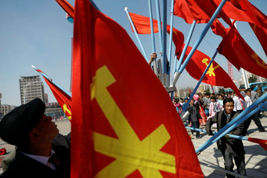 حمل پرچم در خیابان ها