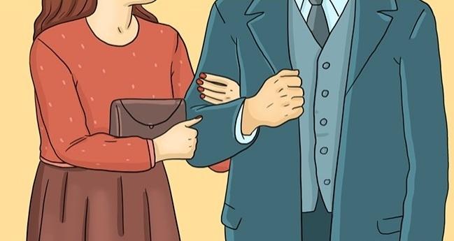 این مدل دست گرفتن زوج ها را بیشتر در مراسم های رسمی شاهد هستیم. اما اگر زوجی عادت دارند همیشه به این ترتیب دست همدیگر را در دست بگیرند، یعنی فردی که بازوی طرف مقابل را می گیرد، احساس ناامنی در ارتباط خود دارد یا به دنبال حمایت شدن از طرف مقابل است.