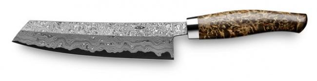 این چاقو توسط کارخانه Nesmuk تولید شده و قیمت سرسام آوری دارد. تیغه چاقو از جنس استیل کربن بوده و دسته آن را ترکه ی درخت غان تشکیل داده است. این چاقو همچنین یک جعبه چوبی لاک و الکل شده، پوشش چرمی، تیز کننده چاقو و روغن مخصوص چاقو هم دارد.