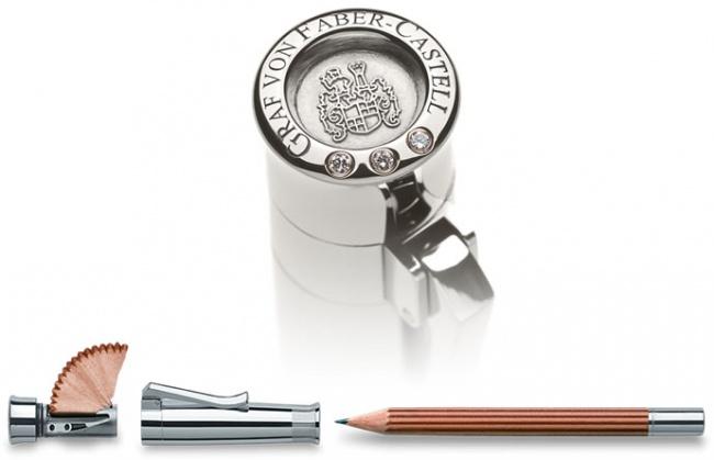 کمپانی آلمانی فایبر کسل در سالروز افتتاح خود، مداد ساده ای را عرضه کرد که قیمت فوق العاده گرانی داشت. اما همه ارزش و بهای آن به در مداد مربوط می شود که از طلای سفید و سه قطعه الماس تشکیل شده است.