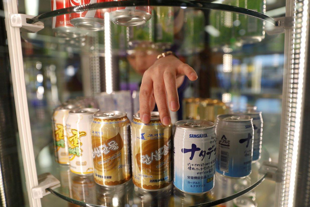 محصولات کمپانی Air Koryo شامل سیگار، نوشابه های گازدار، تاکسی رانی و پمپ بنزین است. جالب است بدانید که محصولات داخلی کره شمالی دارای کی آر کد یا بارکد هستند. فروشنده ها نیز در جلب مشتری بیشتر با یکدیگر رقابت دارند.
