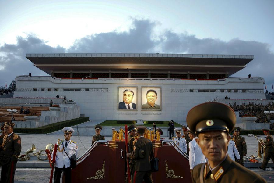 تصویر رهبران کره شمالی، سر در تالار بزرگ اجتماعات