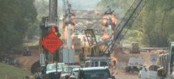 صحنه ای دراماتیک از تخریب پل روی رودخانه «واشیتا» در اوکلاهاما [تماشا کنید]