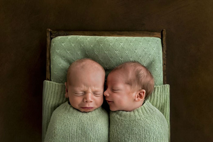 Photographer-takes-pictures-of-babies-as-never-seen-before-5921bd35d9155-1-5922cd57939cb__880-w700