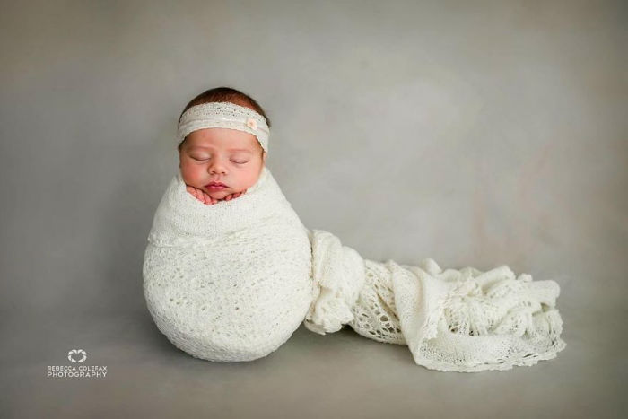 Photographer-takes-pictures-of-babies-as-never-seen-before-5922b2b072789__880-w700