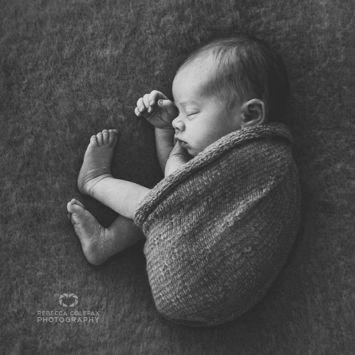 Photographer-takes-pictures-of-babies-as-never-seen-before-5922b2cd93e17__880-w700