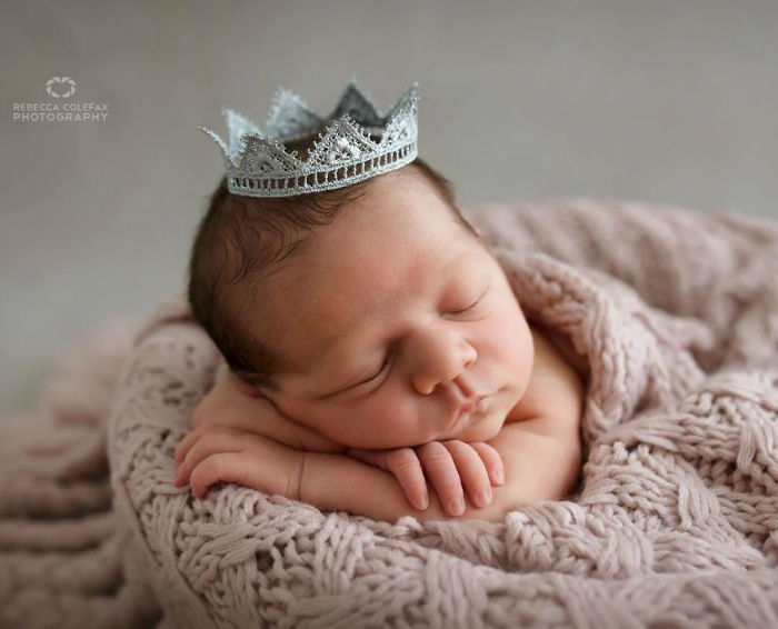 Photographer-takes-pictures-of-babies-as-never-seen-before-5922b2cf84d42__880-w700