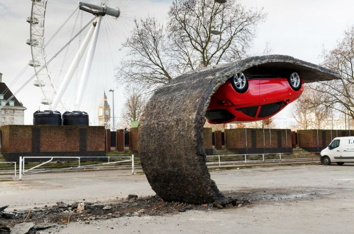 alex-chinneck-upside-down-car-22-w700